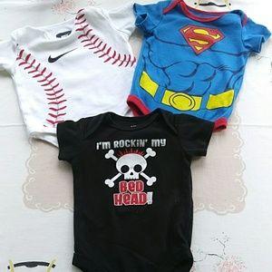 NWT 3PC Baby Boy Superman One Piece with Bib Size 0//3M 3//6M 6//9M